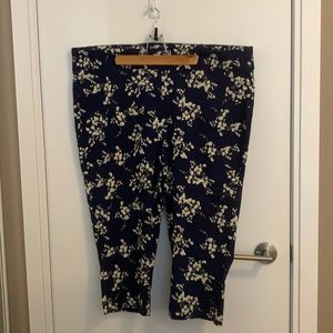 LILY MORGAN | 3X | Navy Floral Pull On Capris